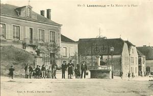 Carte postale ancienne de la place de la mairie