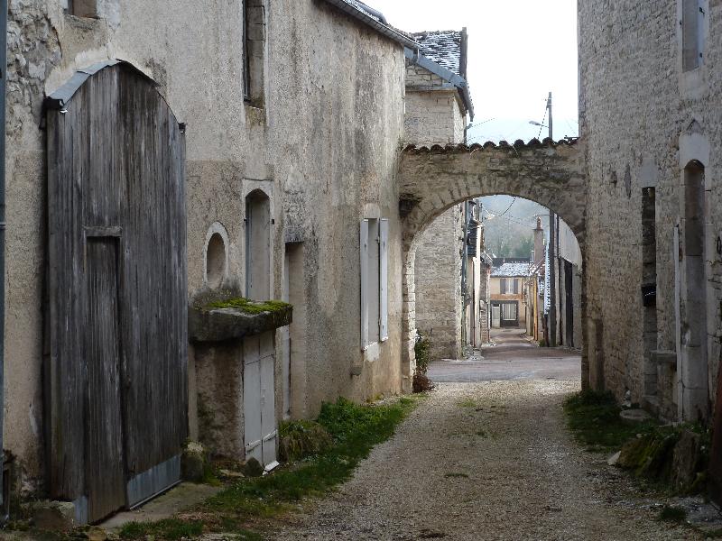 Une des nombreuses cours intérieures du village