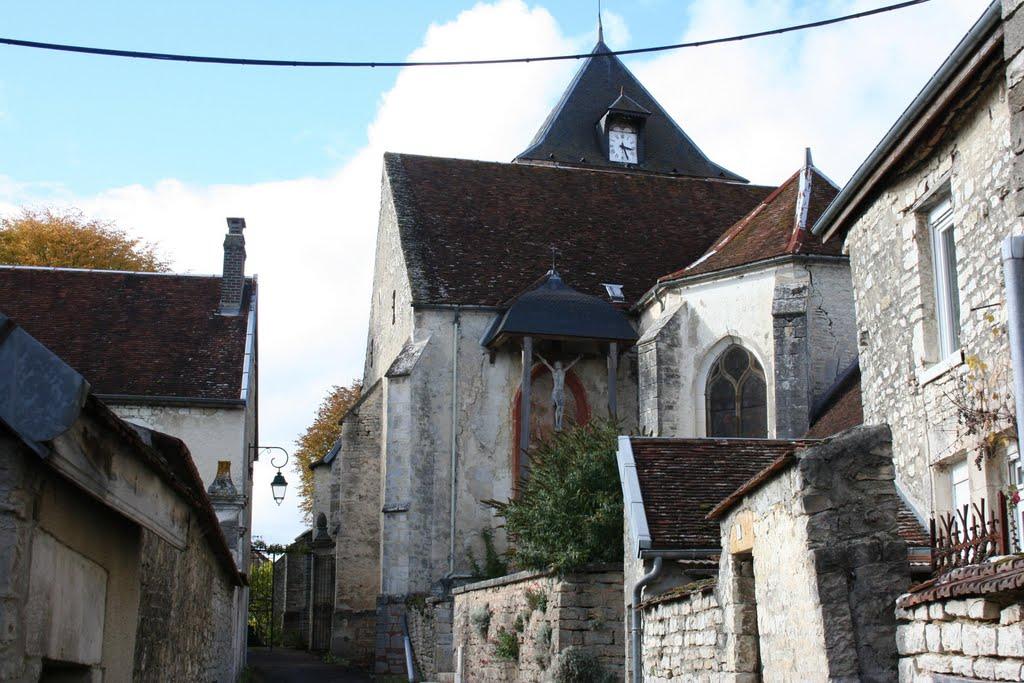 Ruelle menant à l'entrée du jardin de l'église