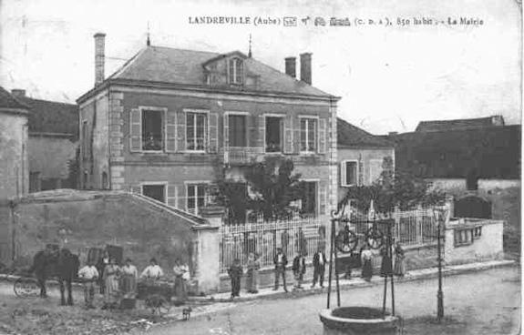 La mairie et sa place